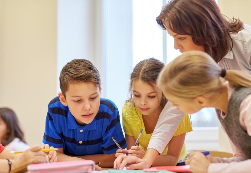 Preparando nossas crianças e adolescentes para o século XXI – Contribuições na família , na escola e nos meios de comunicação
