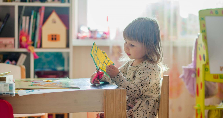 Isolamento para crianças de até 3 anos causam mudanças de comportamento que podem ser confundidas com autismo